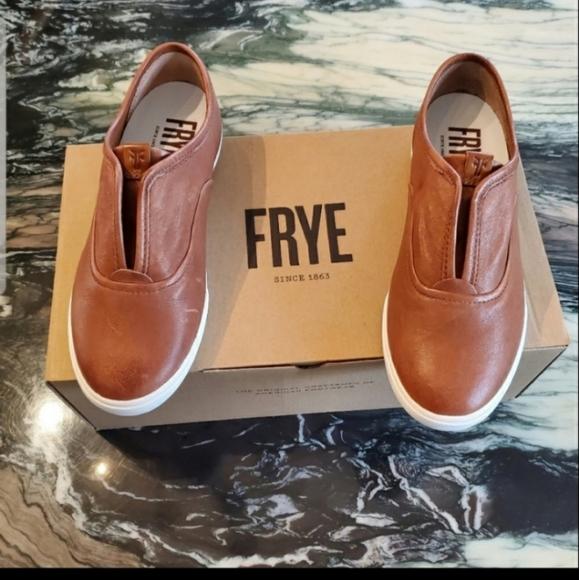 MSRP $140 New FRYE Mindy Slip-On Fashion Sneakers Women Leather Shoes Sz10